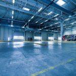 Oświetlenie hali – bezpieczeństwo pracy w obiektach przemysłowych